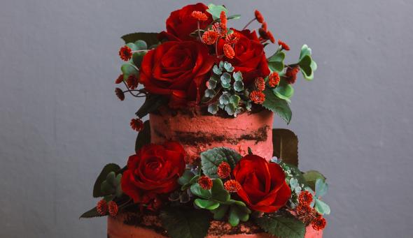 Nagi tort hibiskusowy