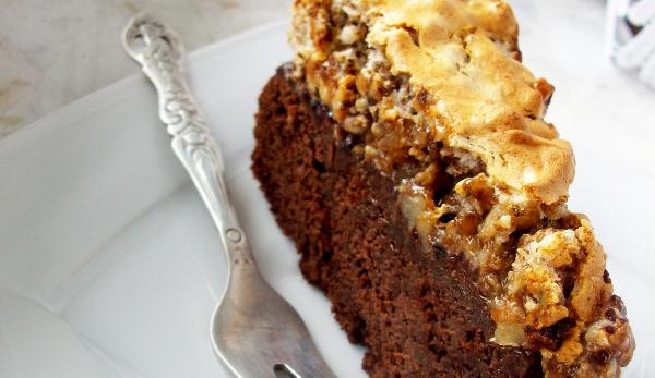 Ciasto czekoladowe z bezą orzechową