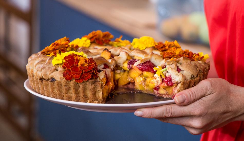 Krucha tarta z mango i malinami
